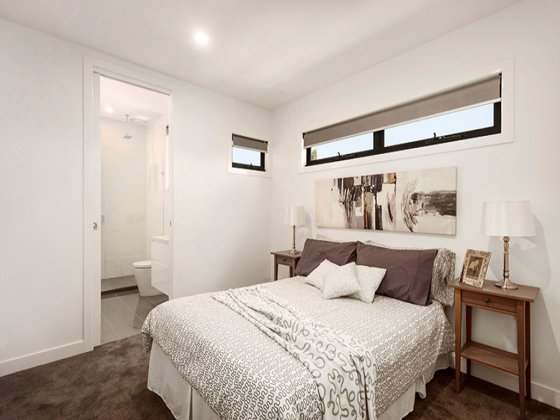 Brunswick East Luxurious Bedroom White Paint Job